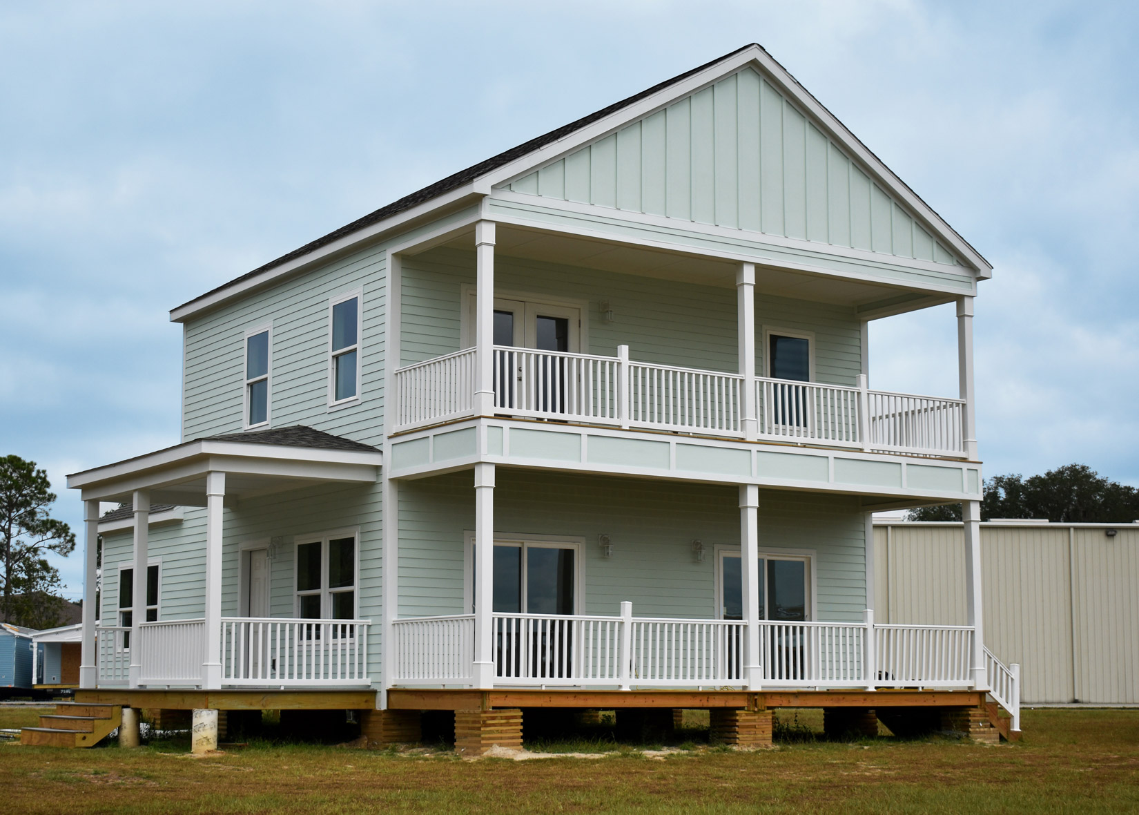 Choosing The Best Siding And Roof Color Combinations