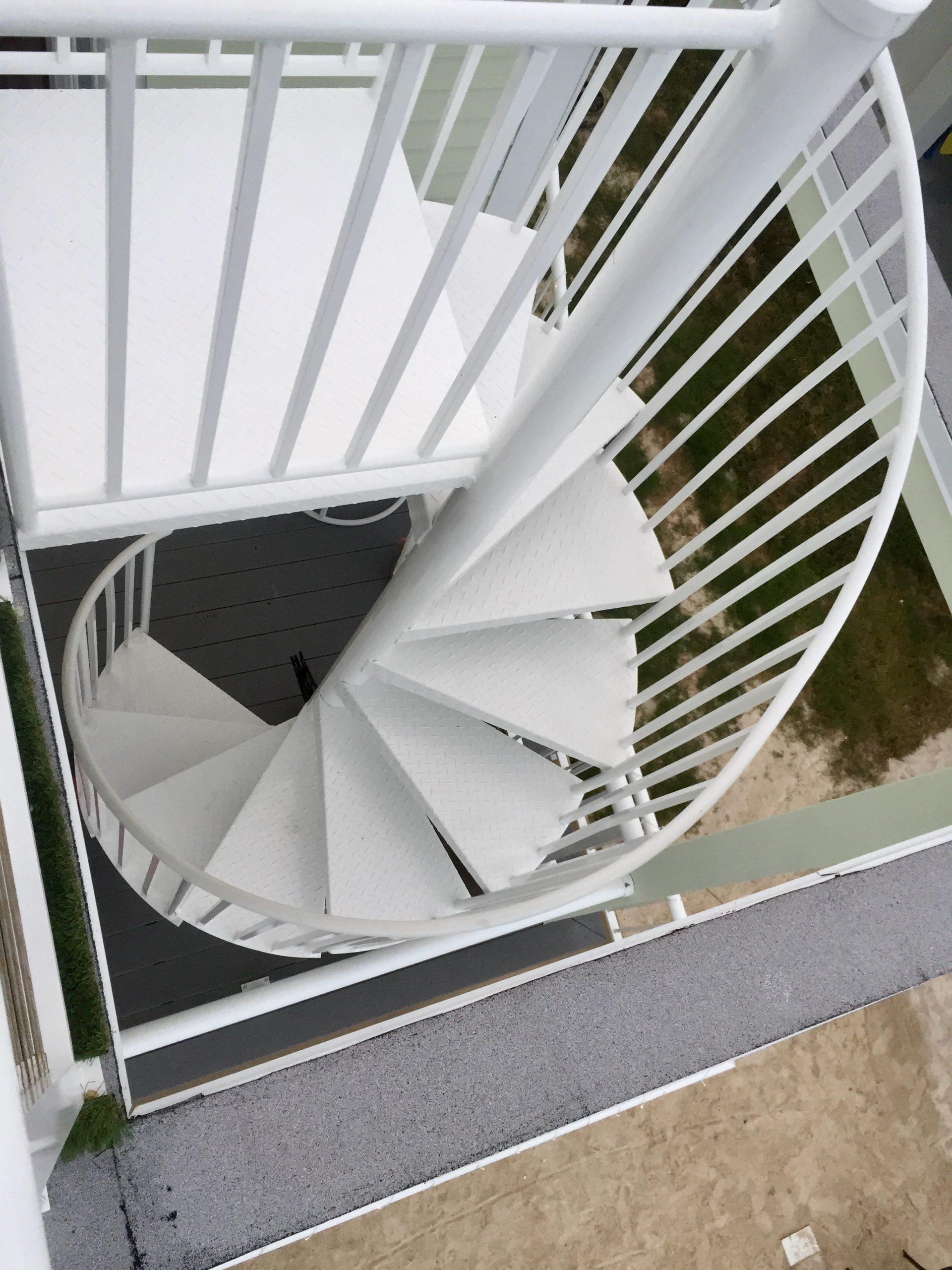 modular home custom spiral staircase